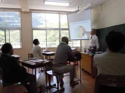 さくら咲く学校授業風景.JPG
